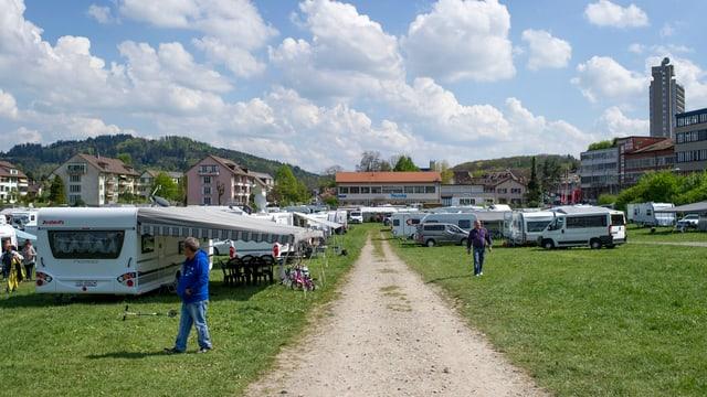 Der Wagenpark der Fahrenden auf der kleinen Allmend in Bern.