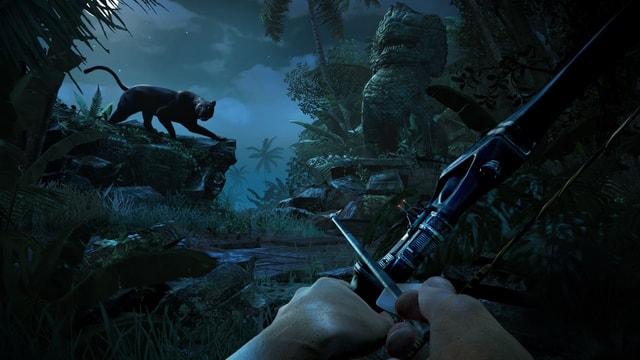 Jason jagt einen Panther mit dem Bogen.