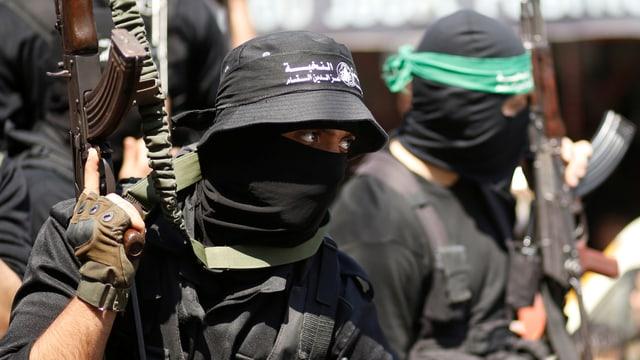 Bewaffnete Mitglieder der Hamas.