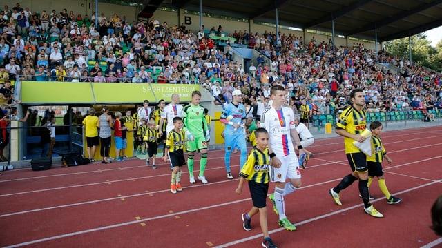 Nach dem knappen Sieg gegen den Stadtrivalen Old Boys, läuft der FCB Basel in Münsingen ein.