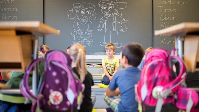 Kinder im Schulzimmer