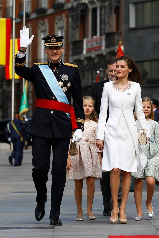 König Felipe mit Königin Letizia, nach seiner Krönung in Madrid, genau vor einem Jahr.
