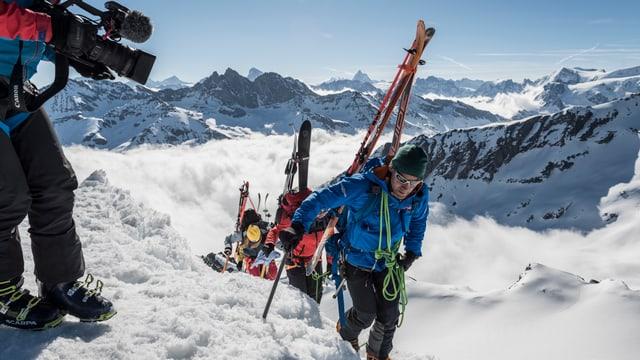 Bergführer David Fasel führt die Gruppe auf die Rosablanche
