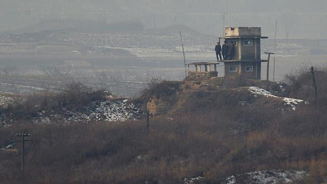 Nordkoreanische Soldaten bewachen die Grenze zu Südkorea.