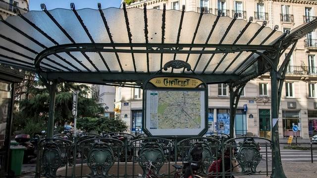 U-Bahn-Haltestelle Châtelet von aussen.