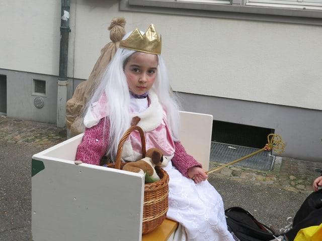 Kleines Mädchen mit Krönlein