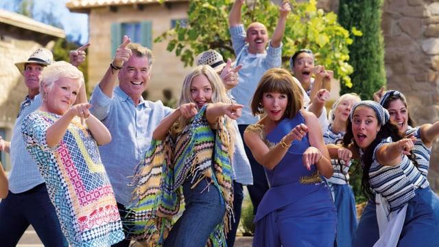 Eine Gruppe Menschen tanzt