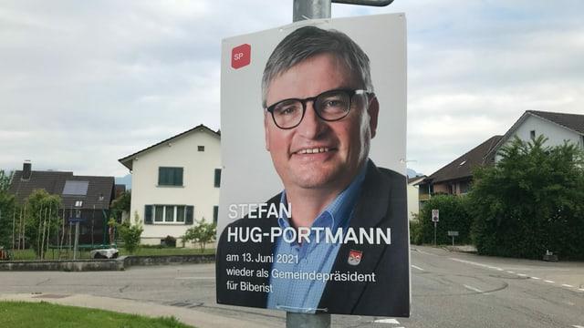 Mann auf Plakat