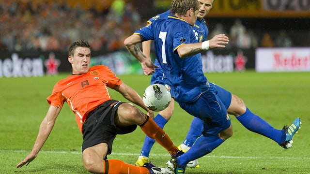Nach erfolgreicher WM-Quali hatte Louis van Gaal Strootman neben Robben und Van Persie für unverzichtbar erklärt.
