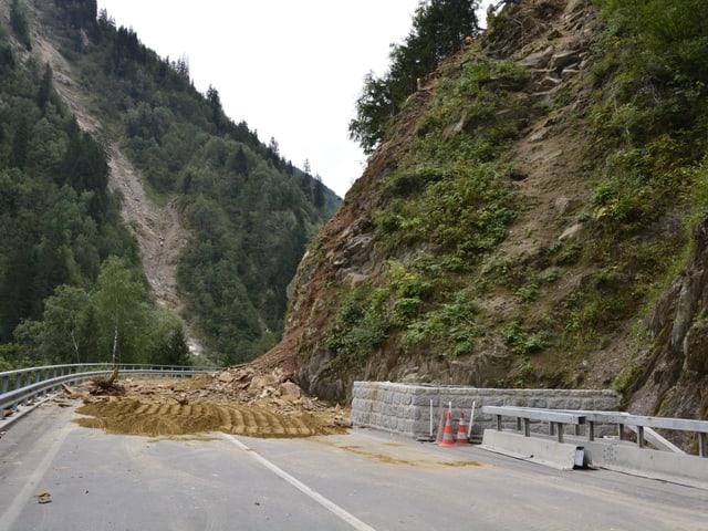 La via resta serrada, quant ditg è intschert.