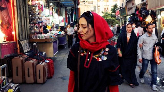 Sara Najafi im Dokfilm «No Land's Song».
