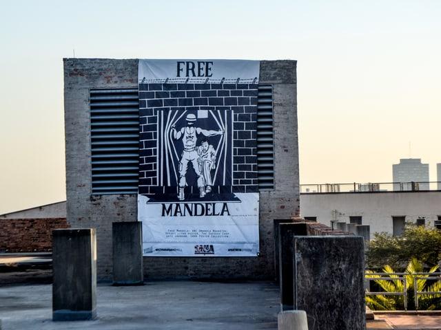 Poster, auf dem «Free Mandela» geschrieben steht.