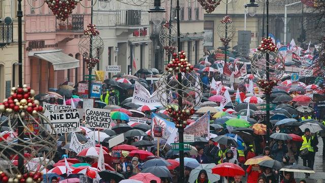 Il til da demonstraziun tras Warschau.