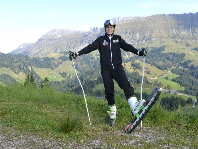 Martin Schacher gehört zur kleinen Schweizer Elite im Gras Ski Fahren