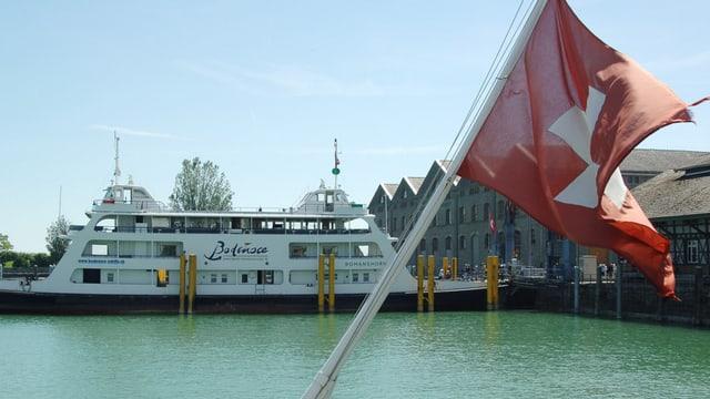 Fährschiff im Romanshorner Hafen.