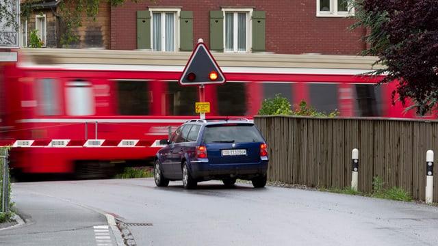 Übergang der Rhätischen Bahn