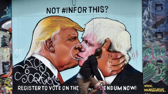 Plakat auf dem sich Trump und Johnson küssen.