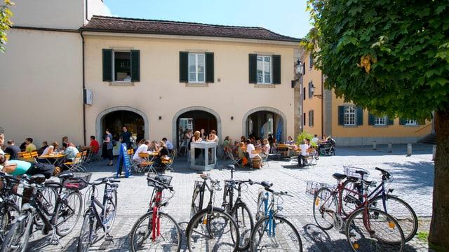 Ein Strassencafé in der Altstadt von Winterthur