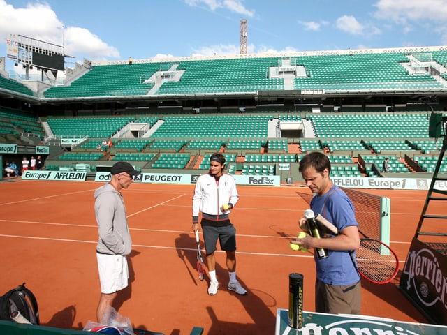 Roger Federer mit seinem Konditionstrainer Pierre Paganini (links) und Coach Severin Lüthi.