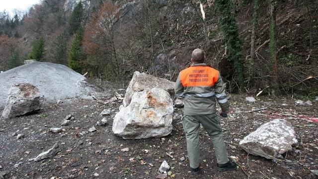 Im Jahr 2009 verschüttete ein Felssturz die Kehrsitenstrasse.