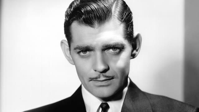 Clark Gable im Anzug.