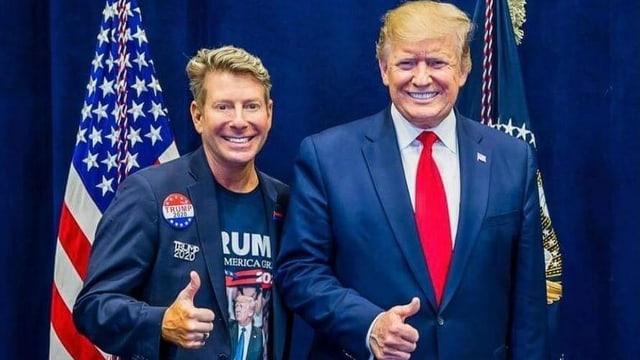 Randy posiert mit Trump