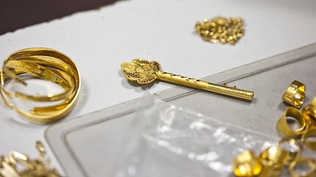 Schmuck im Wert von mehreren hunderttausend Franken gestohlen.