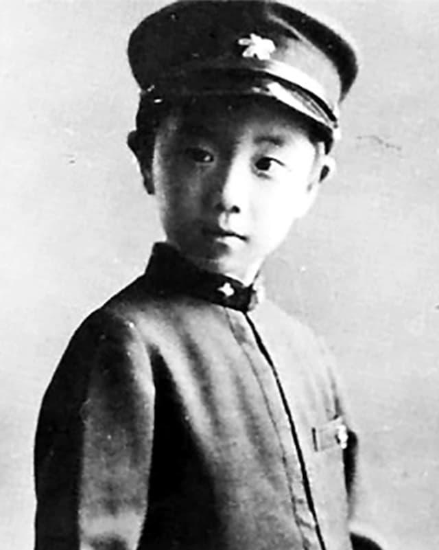 Kein Sport, kein Spielen an der Sonne: Yukio Mishima bei der Einschulung 1931.
