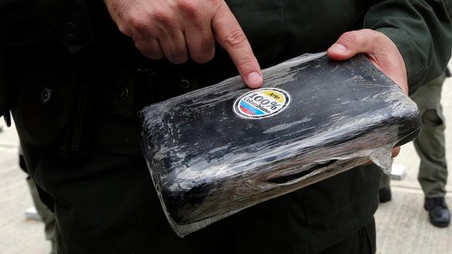 purtret dad in bloc da cocain nun-raffinà