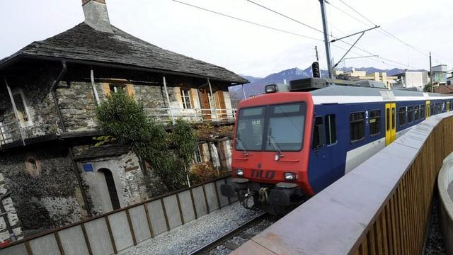 Zug im Tessin.