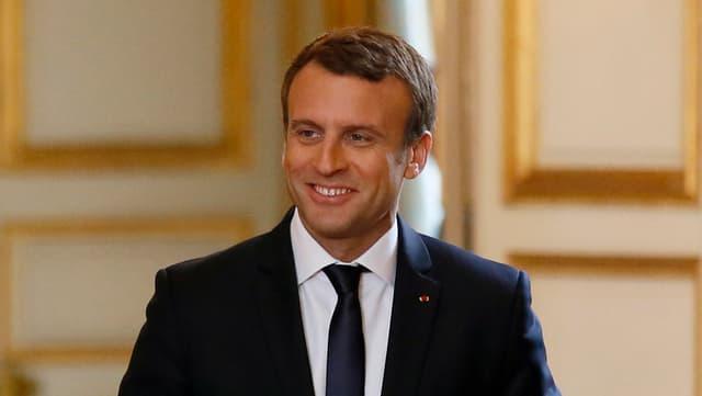 Emmanuel Macron lächelt siegessicher