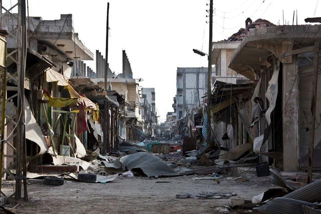 Zerstörte Häuserzeile in der Stadt Kobane.