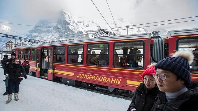 Purtret d'in dals trens da la Jungfraubahn.