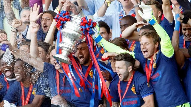 FC Basilea celebrescha victoria da la cuppa svizra da ballape.