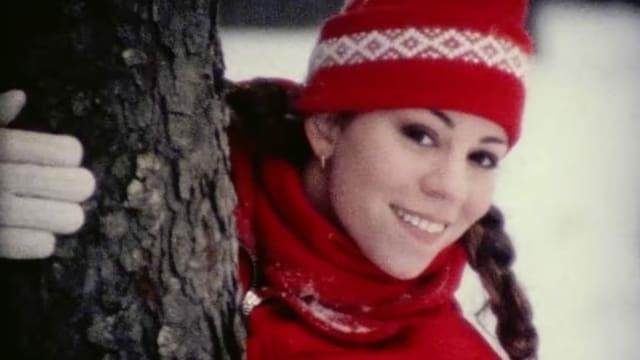 Der Teufel der Weihnachtssongs kommt im roten Kleid (Mariah Carey im Clip zu ihrem Weihnachtshit «All I Want for Christmas Is You»).