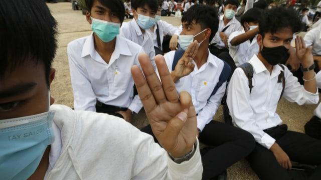 Studenten in Bangkok bei einem Sit-In