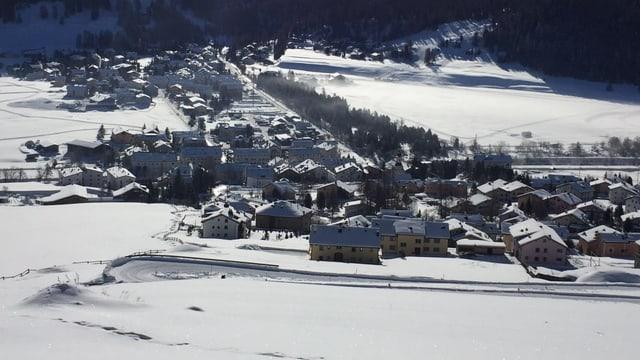 Vista da sur engiu a La Punt-Chamues-ch en la naiv.