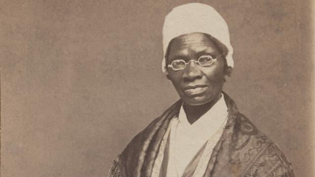 ein schwarz-weiss Foto einer Frau im 19. Jahrhundert