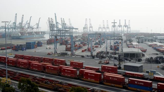 Hafen von Long Beach, Kalifornien im Dezember 2012