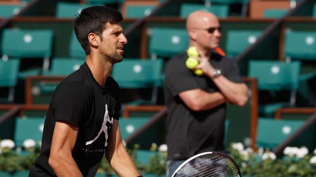 Novak Djokovic (l.) und sein Coach Andre Agassi.
