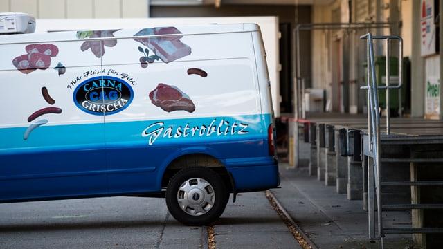 Lieferbus von Carna Grischa.