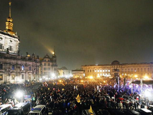 Blick auf die Dresdner Altstadt am ersten Jahrestag der Pegida-Demonstrationen.