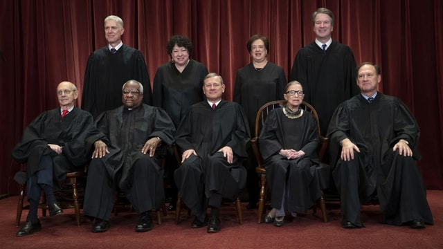 Richter auf Foto.