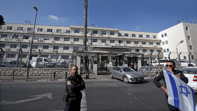 Die Anhörung im Fall Netanjahu findet im Justizministerium in der Salahaddin Street in Jerusalem statt.