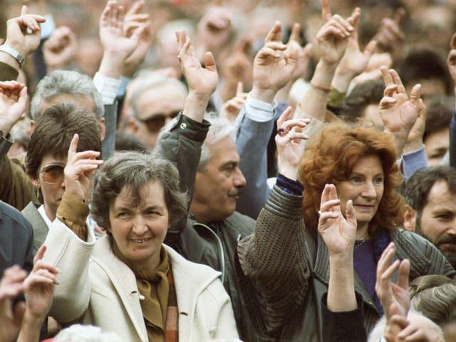 Frauen stehen 1991 erstmals an der Landsgmeinde im Ring.