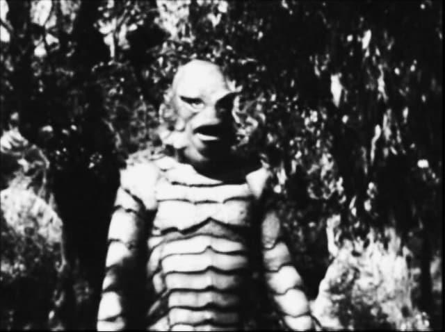 Ein schwarz-weisses Foto zeigt die Animation eines grossen Monsters.