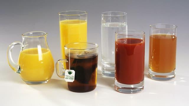 Gläser mit verschiedenen Getränken.