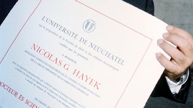 Ehrendoktor-Doplom für den verstorbenen Swatch-Gründer Nicolas Hayek, 1996 an der Uni Neuenburg.