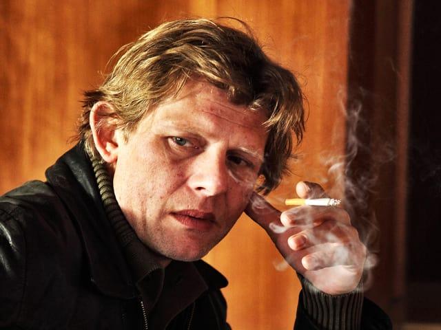 Marcus Signer raucht bei seinem Auftritt in «Der Goalie bin ig».