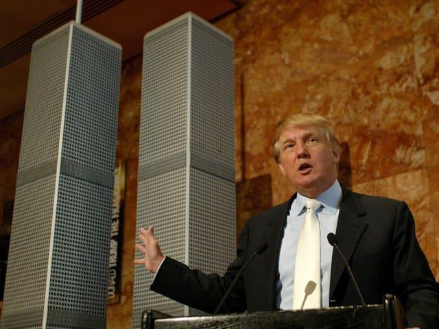 Trump stellt sein Projekt zum Wiederaufbau der New Yorker Twintowers vor.